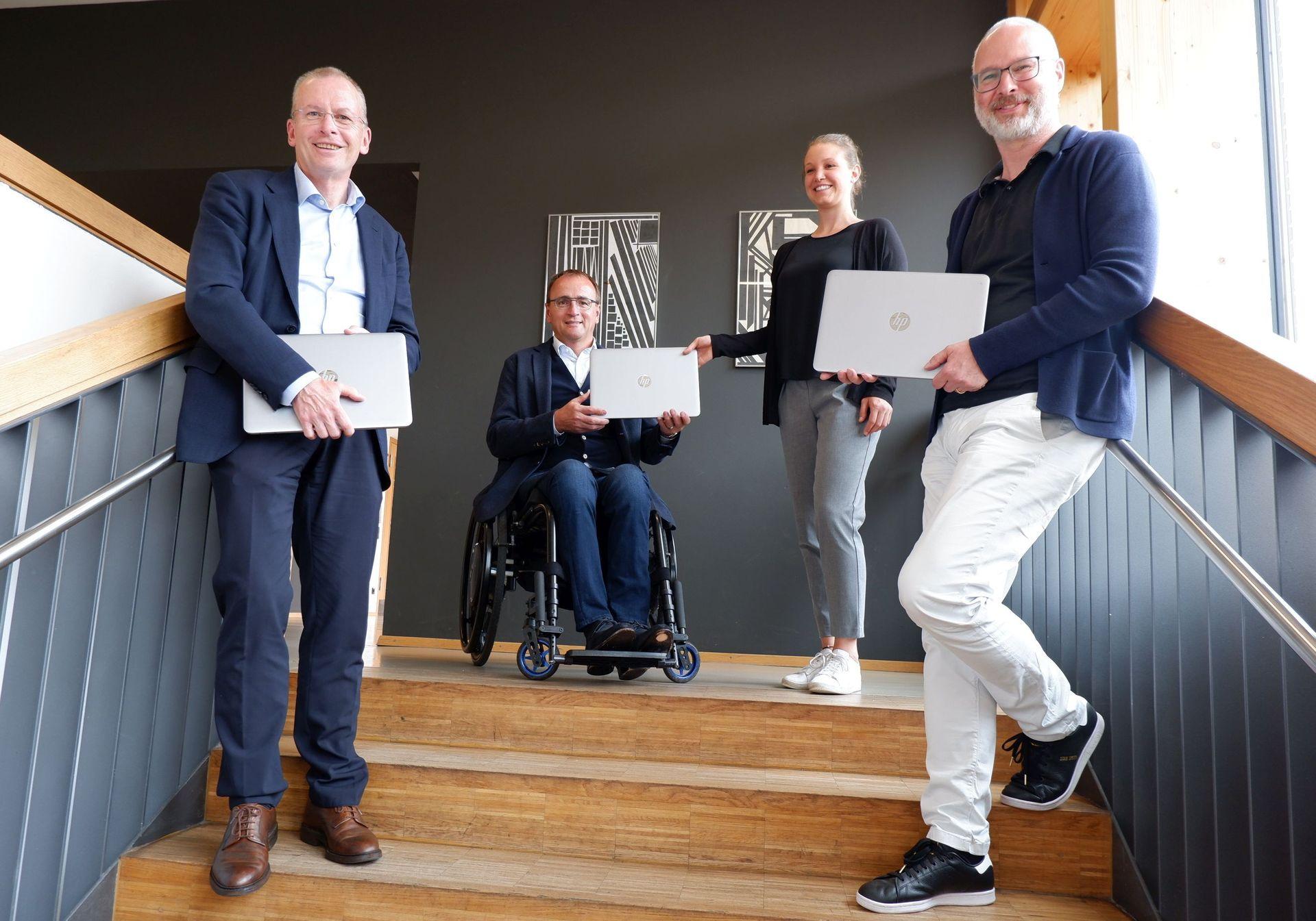 Bürgerstiftung Kreis Ravensburg spendet 60 Laptops an Weingartener Schulen