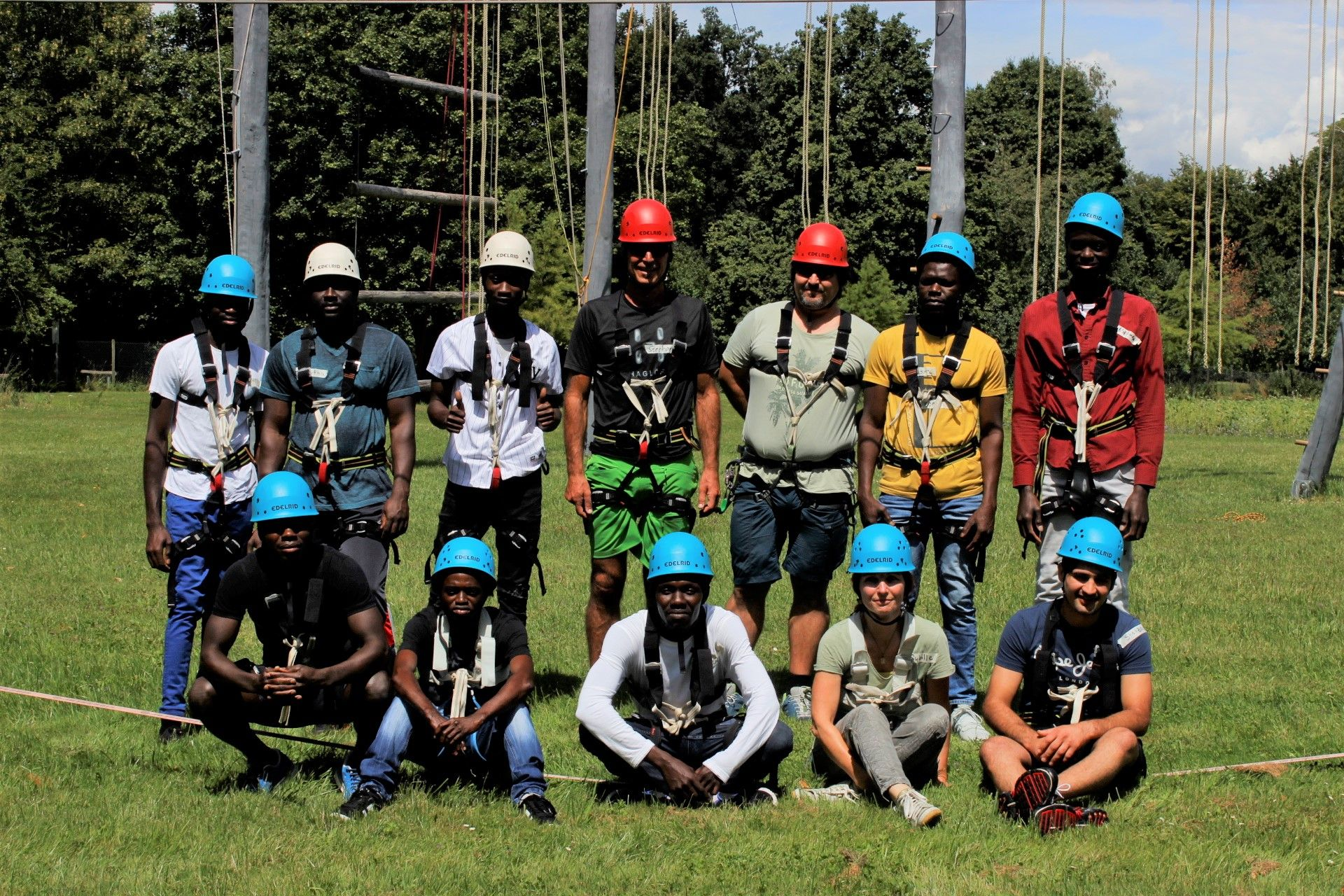 Kletteraktion im Hochseilgarten stärkt Zusammenhalt und Vertrauen